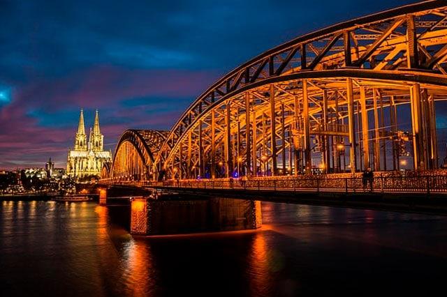 Köln-weihnachtsfeier-teambuilding-teamevent-firmenevents-betriebsausflug-seminare-tagungen